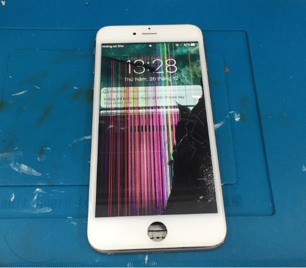 Tác động từ bên ngoài có thể làm hỏng màn hình điện thoại