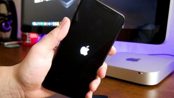iPhone 12 Pro Max bị treo máy thường liên quan đến lỗi phần mềm