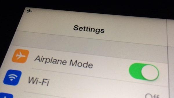 Bật rồi tắt chế độ máy bay