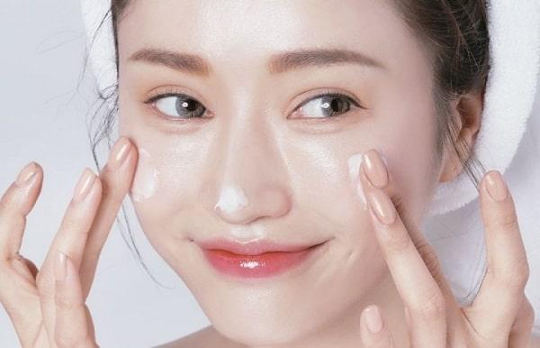 Bạn cần chú trọng công đoạn dưỡng ẩm cho da
